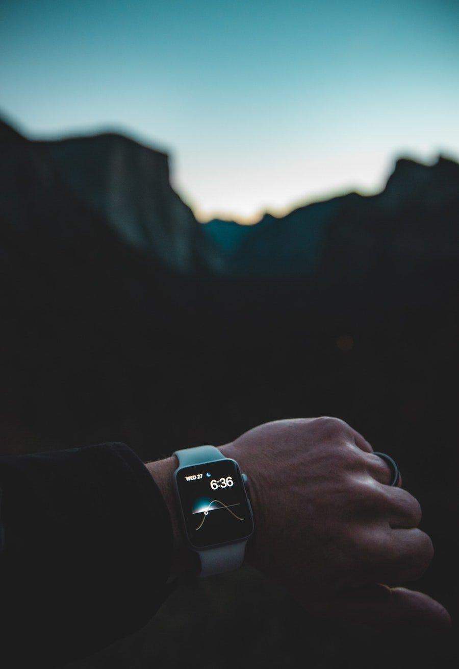 Apple Watch Serie 4 in super offerta oggi su Amazon