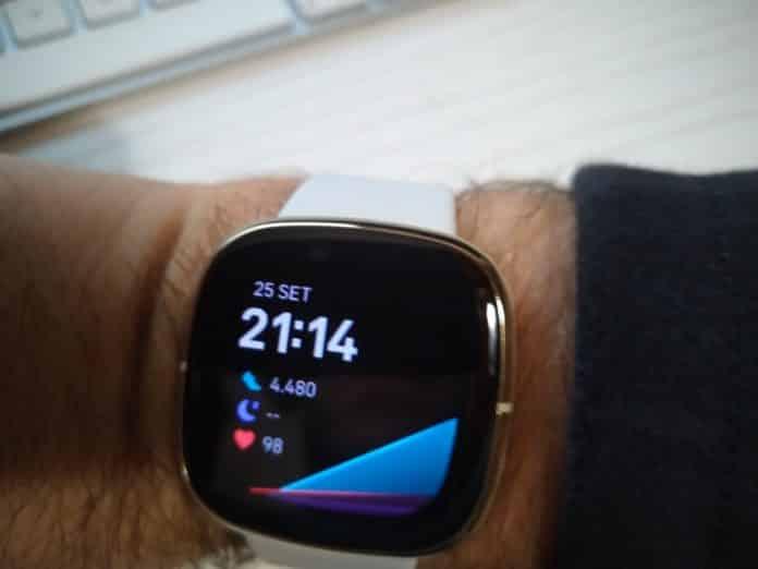 Leggi la nostra recensione dello stupendo smartwatch Fitbit Sense