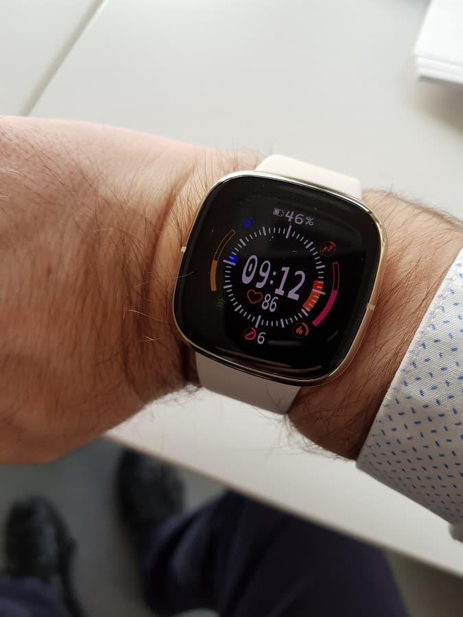 Fitbit Sense arriva l'aggiornamento con ECG