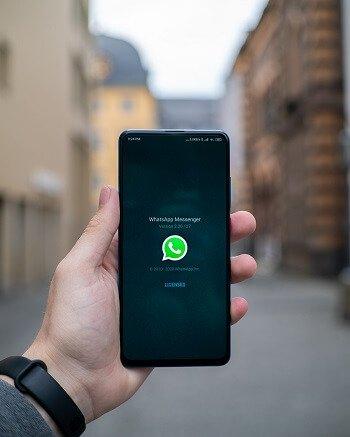 WhatsApp la versione beta piacerà a chi ama gli adesivi