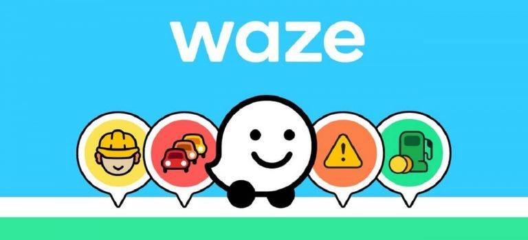 Guida con l'app Waze insieme a Halo nel traffico